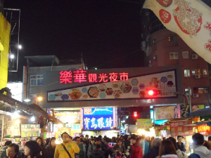 Le Hua Night Market in Yong He